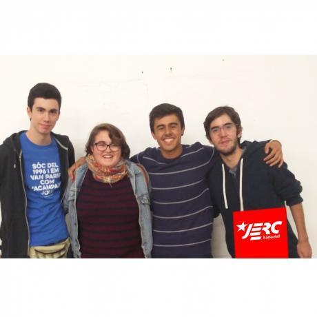 Situats d'esquerra a dreta els nous membres de l'Executiva Local: Pau Perea, Marta Fuentes, Ferran Ruz i Albert Galdeano.
