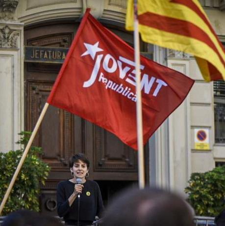 Marta Rosique en una acció contra les forces d'ocupació a la prefectura superior del CNP