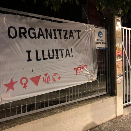 Una pancarta del Jovent Republicà a un institut
