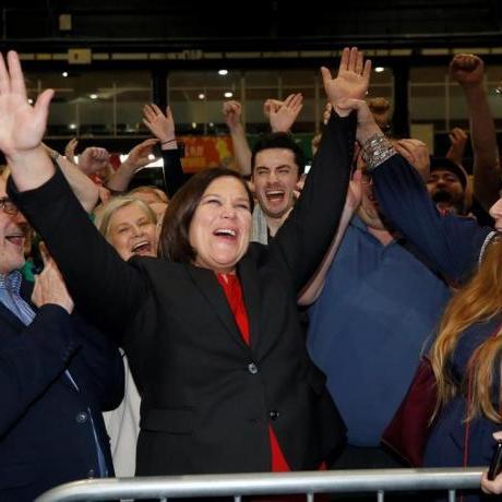 Com als Països Catalans, la població irlandesa té una llarga història de defensa del seu dret per decidir democràticament si volen viure en una Irlanda unida i lliure.