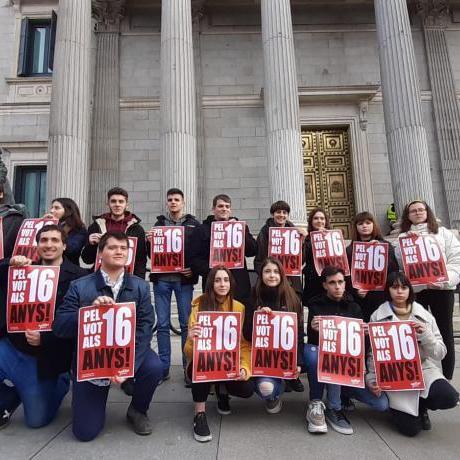 Mentre l'Estat espanyol retalla drets cada dia, nosaltres treballem per ampliar els drets del jovent dels Països Catalans!