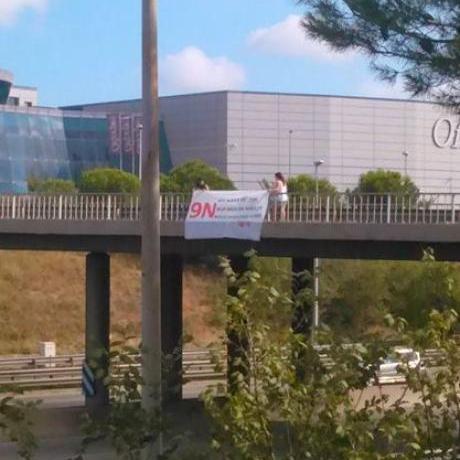 Militants de les JERC Sabadell despenjat la pancarta a l'AP-7