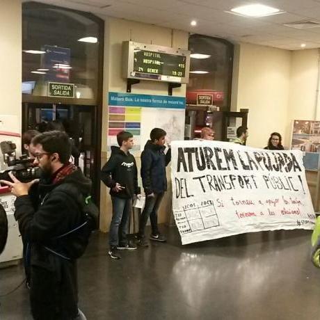 Concentració a Rodalies de Mataró per STOP PUJADES