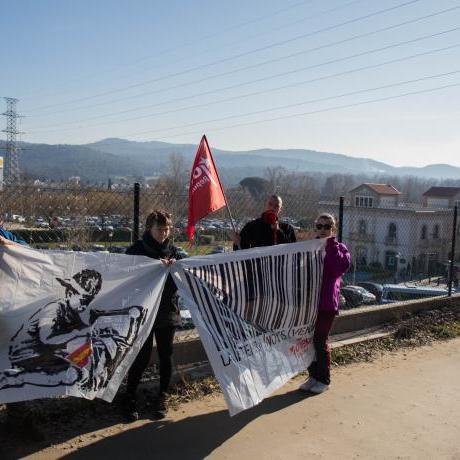 Militants de la comarca amb banderes de l'organització i pancartes