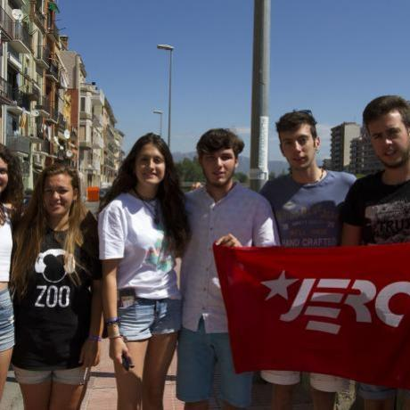 El nou comitè local (D'esquerra a dreta: Joana Oronich, Noemí Fabregat, Laura Polo, Pol Baldomà, Pau Casas i Àngel Lendínez)