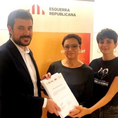 Bernat Picornell, Montse Bassa i la diputada del Jovent Republicà, Marta Rosique entreguen més de 200 preguntes sobre repressió