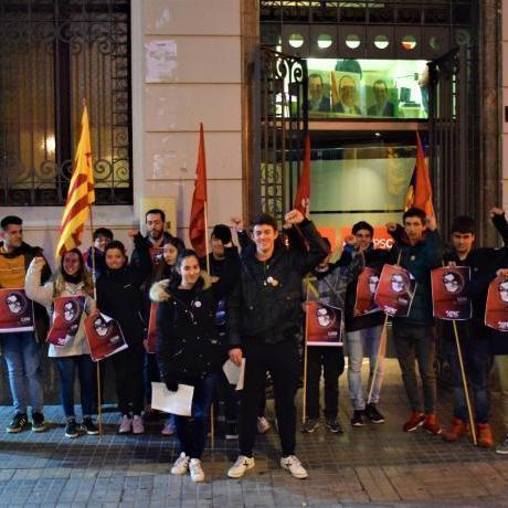 Roda de premsa de presentació de la nova campanya, davant de la seu del PSC de Lleida