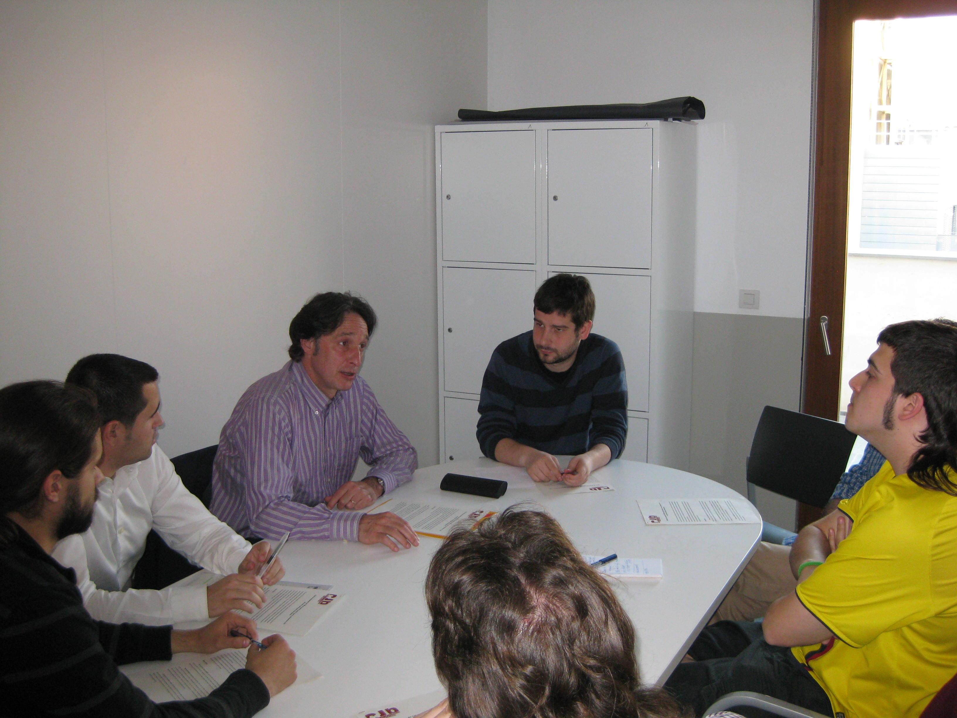 Jordi Portabella, acompanyat per les JERC, amb els representants del CJB