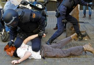 Policia redueix un estudiant