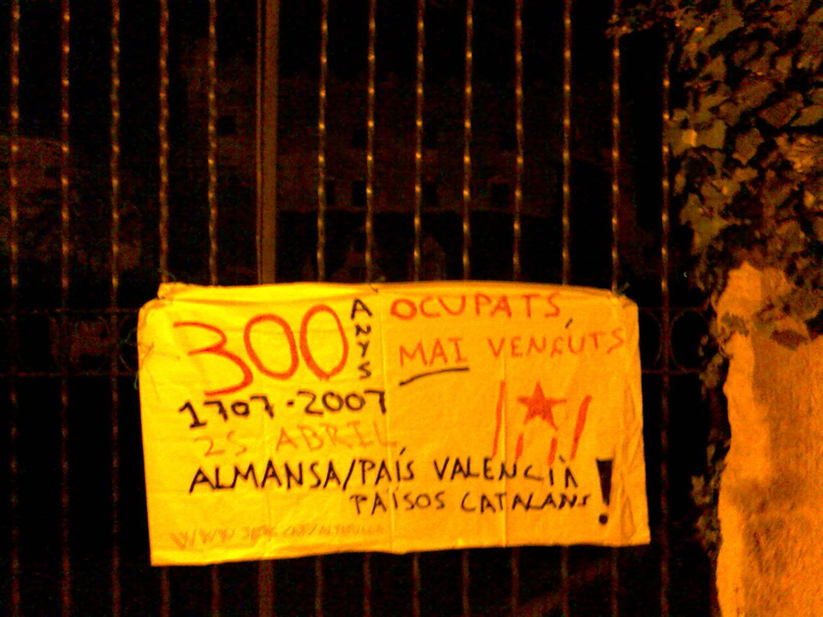 Penjada de pancartes 25 d'abril