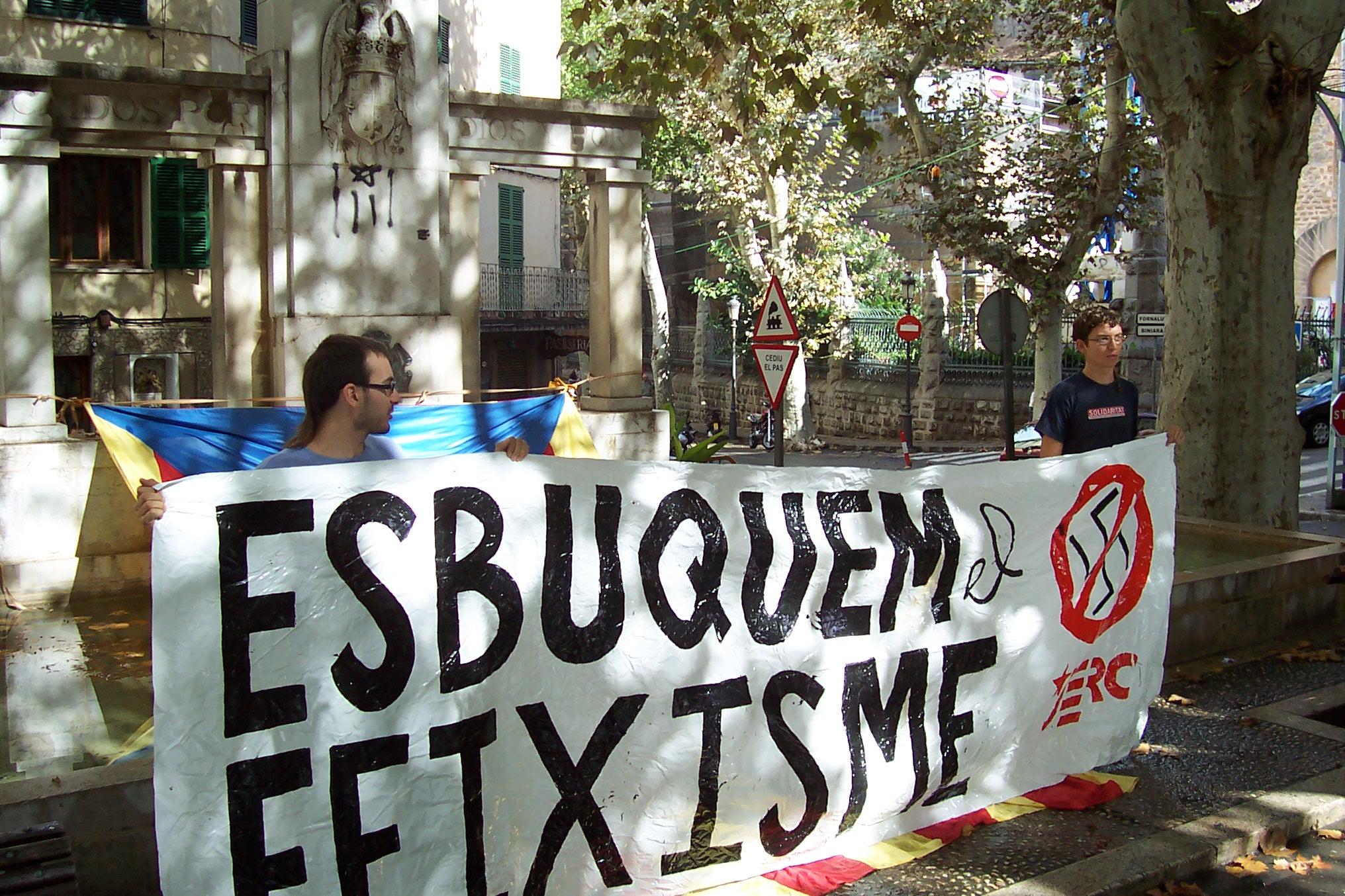 Campanya esbuquem el feixisme
