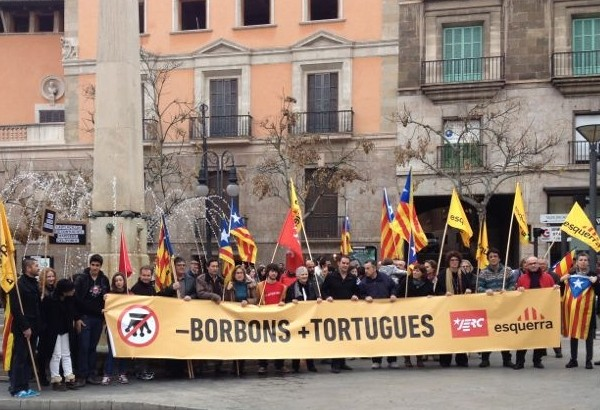 Concentració pel canvi de nom de la Plaça de les Tortugues (Plaça del rei Juan Carlos I)