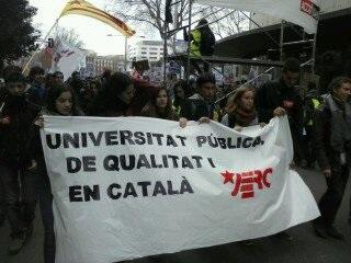 Pancarta de les JERC en una manifestació estudiantil