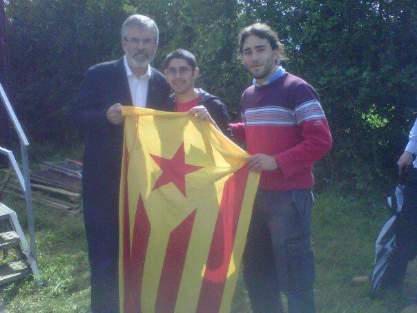 Rubén David Borràs i Ricard Sánchez amb Gerry Adams